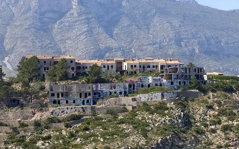 La urbanización fantasma de Las Rotas en Dénia - Alicante